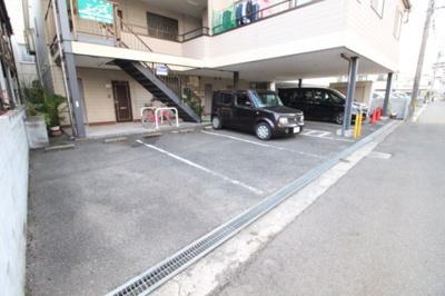 【駐車場】ピレニーズ奥田