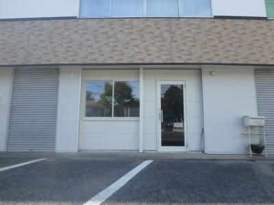 西中新田 渡辺ビル1階(北から2番目) 外観