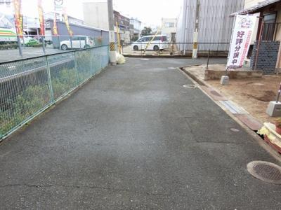 【現地写真】 前面道路写真♪ 幅員4.7mありますよ♪