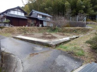 家屋を解体して更地になっています。