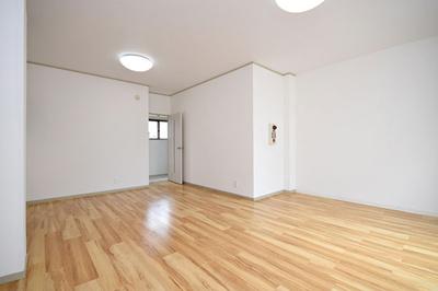 フラワービル2階洋室です。