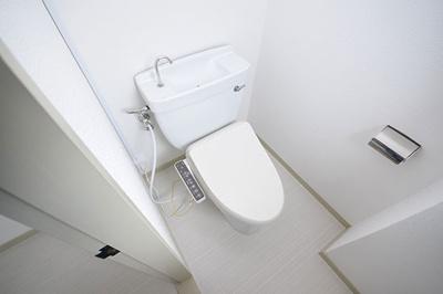 フラワービル2階のトイレにはウォシュレットが付いています。