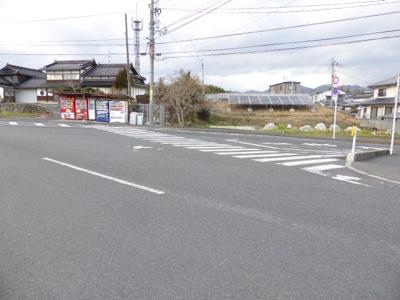 【前面道路含む現地写真】押入売地 134坪(畑)