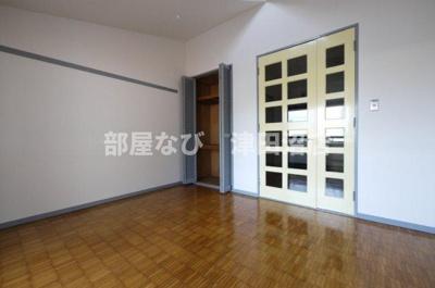 白を基調とした明るい室内 わぉ!広いっ!