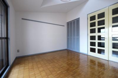 室内への扉が大きくてキッチンへも光が届きます
