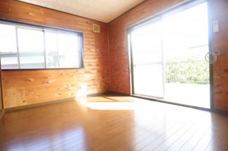 千葉市稲毛区園生町 中古戸建 タウンライナースポーツセンター駅 木の温もりを感じられる寝室となっております♪
