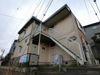 小田急線「柿生」駅より徒歩5分!便利な立地の2階建てアパートです♪通勤通学はもちろん、お買い物やお出かけにもGood☆