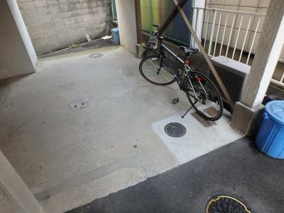 【駐車場】小阪1丁目貸家