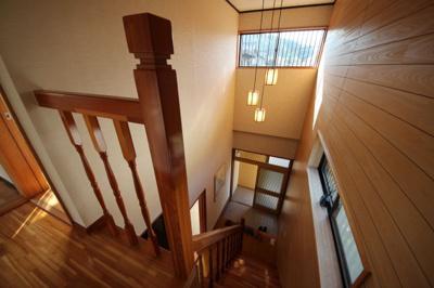 一階8帖和室別角度。広々とした和室。茶道・華道にも適してます。趣味を活かせます。