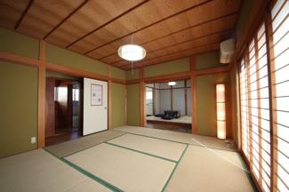 一階4.5帖の和室はDKと連なって利用できます。