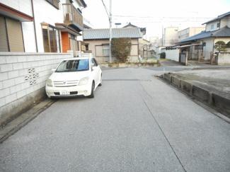 南6m公道!! 平坦な道路です! お車の通行も、全く支障がございません。