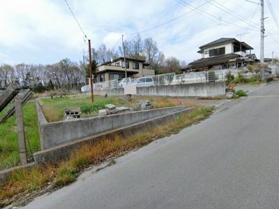 【前面道路含む現地写真】韮崎市穂坂町76坪土地