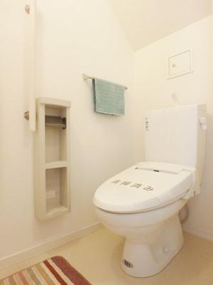 ファミリー物件にバストイレ別は必須ですね!嬉しいシャワートイレ完備◎