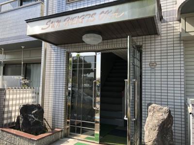 【エントランス】サンハイツOKA 株式会社Roots