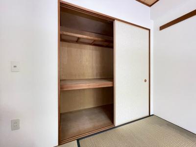 和室6帖のお部屋にある押入れです!寝具など、かさ張りやすいものの収納にぴったり☆お部屋すっきり片付きます♪
