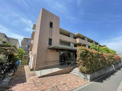 グリーンライン「東山田」駅より徒歩9分!鉄筋コンクリートの3階建てマンションです♪通勤通学はもちろん、お買い物やお出かけにもGood☆