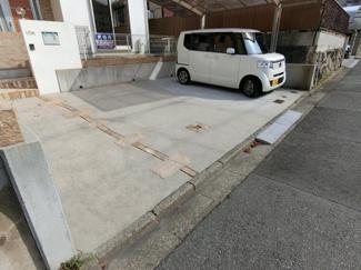 ガレージは楽々3台は駐車可能です