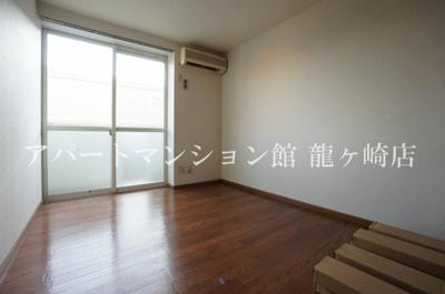 【居間・リビング】エンゼルハイツ城ノ内B