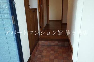 【玄関】エンゼルハイツ城ノ内B