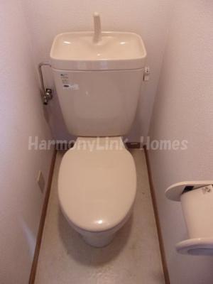 シャトー新大塚の落ち着いた色調のトイレです☆