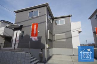5号棟 現地(2019年2月)撮影 堂々完成しました!即入居可能♪ 敷地面積121.28㎡(36.69坪)。 駐車並列2台可能です。