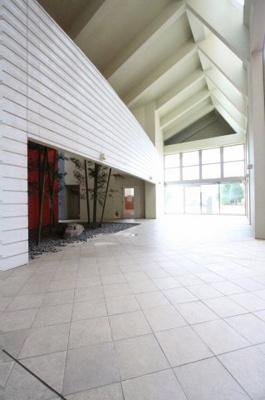 清潔なエントランスです 吉川新築ナビで検索