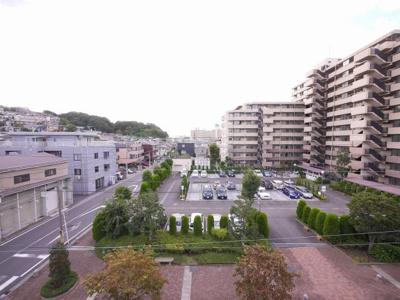 バルコニーからの眺望です。南東向きです。