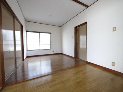 ダイニングテーブルやソファなど好みの家具が置けますね