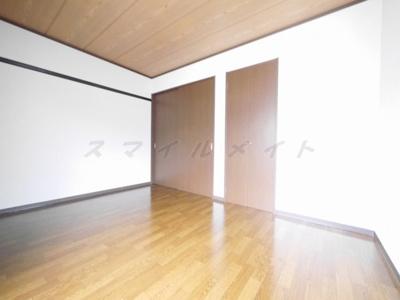 落ち着いた雰囲気の寝室は一日の疲れを癒す大切な空間です