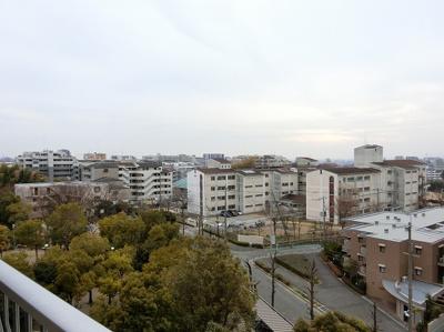 【現地写真】 バルコニーからの眺望も、グッド!!!周りに高い建物も御座いません♪
