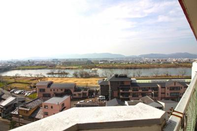 11階建ての《最上階》で、見晴らし良好です!桂川が望めます。
