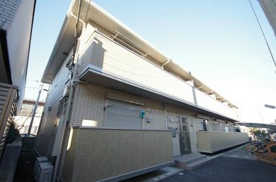 ブルーライン「新羽」駅徒歩圏内!閑静な住宅地にある2階建てアパートです♪コンビニが近くにあるので、ちょっとしたお買い物にも便利ですね☆