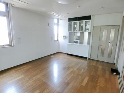 【居間・リビング】海運ビル 6階住居部分
