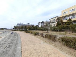 マンションより徒歩1分以内で素敵なビーチへ 散歩コースにもいいですね