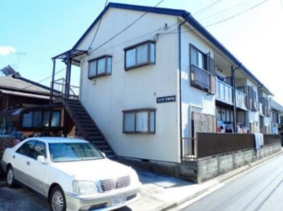 「日吉」駅にアクセス可能な最寄りバス停より徒歩1分!便利な立地の2階建てアパートです♪スーパーやコンビニが近くて便利な住環境です☆