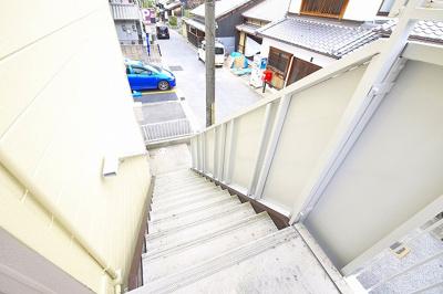 2階に上がる階段になります