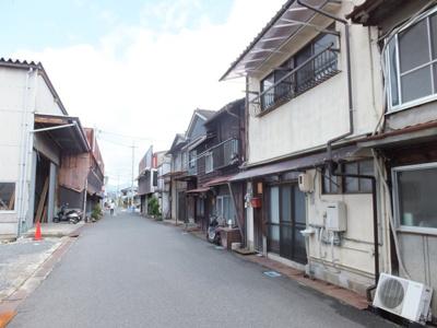 【前面道路含む現地写真】坪井町テラスハウス(長屋)