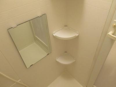 お風呂に鏡があります