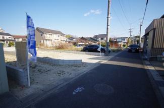 2号棟 現地(2019年2月)撮影 前面道路は南側幅員約4.38mの公道です。