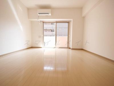居室広々11.6帖の広々ワンルーム・白基調の明るい空間です
