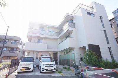 戸田公園駅からほんの3分程の場所に住まうことができる物件です。