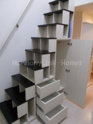 ソレイユ上十条の収納付きか階段☆