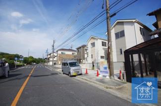 1号棟 現地(2019年6月)撮影 前面道路は北側幅員約12.0mの広々とした公道。
