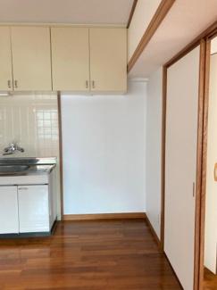 冷蔵庫や、食器乾燥機、ウォーターサーバー等を置くにも十分な広さのスペース