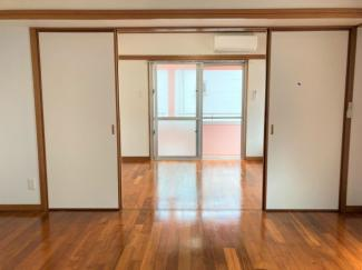 キッチンと洋室の間には襖もあります。