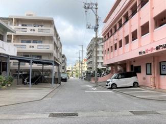 建物前の通り