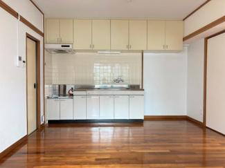 キッチンシンク上下に収納もあり、整理整頓可能!