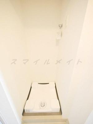 クローゼットタイプの隠せる室内洗濯機置き場です。
