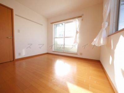 5.25帖の寝室です。広々したクローゼット付きです。