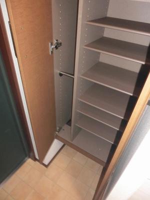 シューズボックス付きで玄関がすっきり片付きます!お客様もスムーズにお出迎えできますね♪